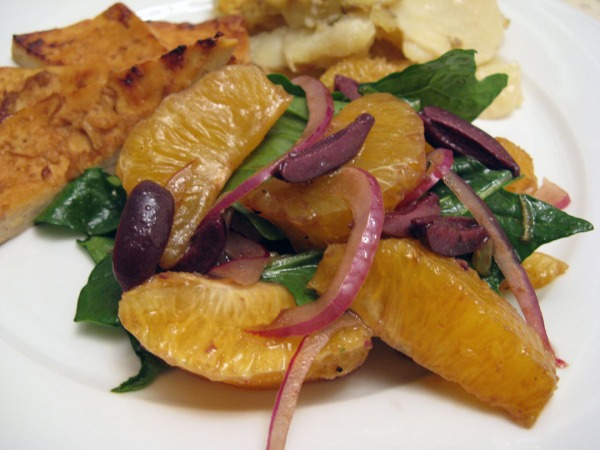 Orange-olive Spinach Salad with Red Onion