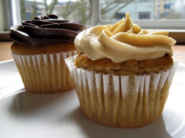 Gluten-free cupcakes (vanilla, right; chocolate, left)